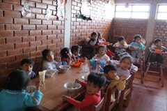 Mittagessen im SOS-Sozialzentrum (Foto: S. Preisch)