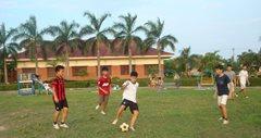 Spielende Kinder im Garten des SOS-Kinderdorfs (Foto: SOS-Archiv)