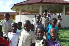 Kinder haben im SOS-Kinderdorf eine stabile Kindheit (Foto: SOS-Archiv).