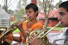Beim Üben für das Orchester des SOS-Kinderdorfs Hohenau (Foto: F.Espinoza).