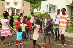 Kinder spielen im SOS-Kinderdorf Bambous  (Foto: SOS-Archiv).