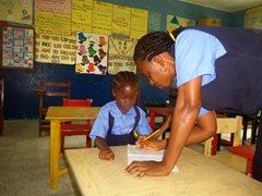 Kinder haben einen guten Start in ihrer Schulbildung im SOS-Kindergarten (Foto: C. Ladavicius).