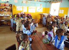Kinder im SOS-Kindergarten singen ihr Lieblingslied (Foto: SOS-Archiv).