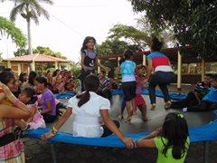 Kinder haben Spaß während einer Feier im SOS-Kinderdorf Estelí (Foto: SOS-Archiv).
