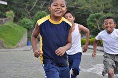 Kinder spielen zusammen (Foto:  P. Verbeek)