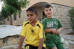 Kinder ohne elterliche Fürsorge wachsen in dem stabilen Umfeld SOS-Kinderdorf auf (Foto: SOS-Archiv).