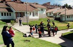 Eine sichere Umgebung, in der Kinder ihre Kindheit verbringen können (Foto: A. Gabriel)