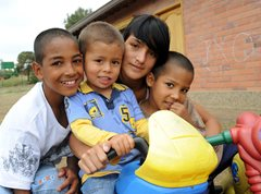 Vergnügte Kinder im SOS-Kinderdorf Rionegro (Foto: B. Mair)
