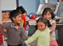 Eine sichere Umgebung, in der Kinder ihre Kindheit genießen können (Foto: F. Espinoza)