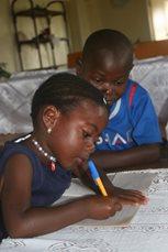 Wir bieten sowohl für Kinder aus der Nachbarschaft als auch Kindern in unserer Obhut Schulbildung (Foto: SOS-Archiv)