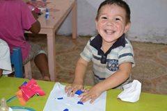 Lächelnder Junger von unserem Familienstärkungsprogramm. (Foto: SOS-Archiv)