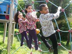 Kinder dürfen Kinder sein - mit Freunden zu spielen und zur Schule zu gehen sind Teil des täglichen Lebens (Foto: SOS-Archiv).