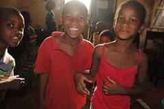 Kinder in unserer Obhut spielen zusammen  (Foto: SOS-Archiv.)