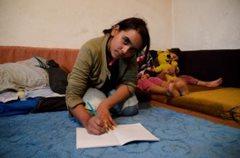 Dank des Familienstärkungsprogramms kann dieses Mädchen in die Schule gehen (Foto: K. Ilievska).