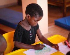 Kinder in unserer Obhut gehen zusammen mit Kindern aus der Nachbarschaft in den Kindergarten und die Schule (Foto: SOS-Archiv).