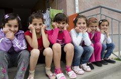 Kinder in unserer Obhut wachsen gemeinsam in einem liebevollen Zuhause auf (Foto: K. Ilievska).