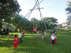 Kinder leben und spielen mit ihren Brüdern und Schwestern (Foto: SOS-Archiv).