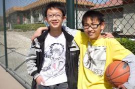 Geschwister beim Basketball-Spiel (Foto: SOS-Archiv)