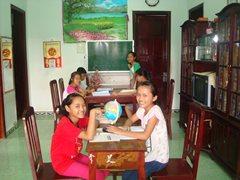 SOS-Familie in ihrem Zuhause (Foto: SOS-Archiv)