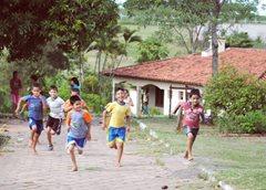 Kinder in unserer Obhut wachsen zusammen mit ihren Brüdern und Schwestern in einem liebevollen Zuhause auf