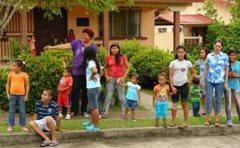 Eine SOS-Mutter mit Kindern in unserer Obhut (Foto: SOS-Archiv).