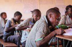 Fleißig lernen (Foto: SOS-Archiv)